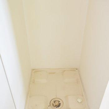 【下階】洗濯機置き場は室内に
