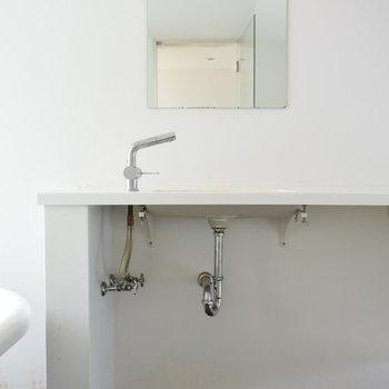 【上階】洗面台はすっきりシンプルに