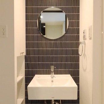 シックでおしゃれな洗面台!(※写真は7階の反転間取り別部屋のものです)