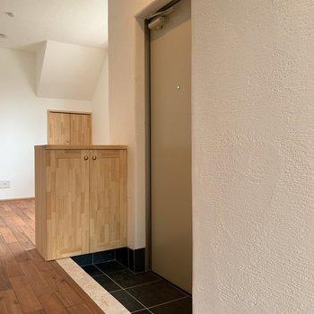 玄関はコンパクトです。※写真は前回募集時のものです