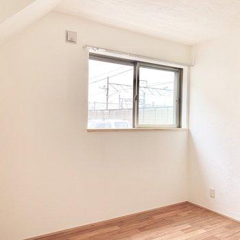 【DK】この窓の近くにテーブル置こうかな。※写真は前回募集時のものです