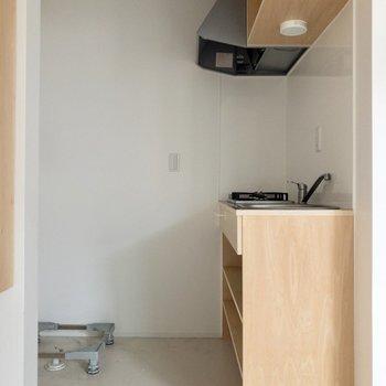 キッチンを見てみるワン。※写真はクリーニング前のものです