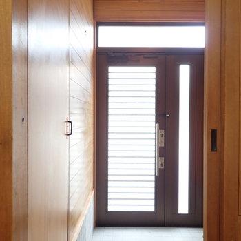 古き良き玄関の佇まい。