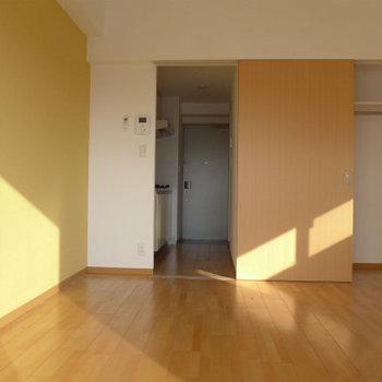 シンプルな間取り。(※写真は9階の同間取り別部屋のものです)(※仕様が一部異なる場合がございます)