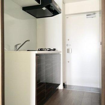 キッチン周りもゆったりしてます。※写真は7階の同間取り別部屋のものです
