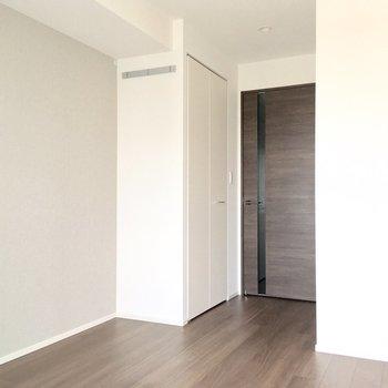 収納も備え付けです。※写真は7階の同間取り別部屋のものです