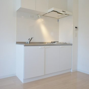 キッチンはスマートに決めて!。※写真は202号室のもの