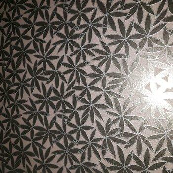 脱衣所は天井も壁も全部花柄☆(※写真は通電前のものです)