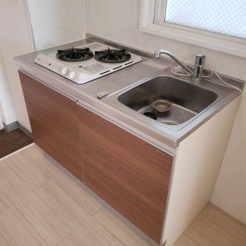 木目のキッチンが気分を上げてくれます〜♫(※写真は通電前のものです)