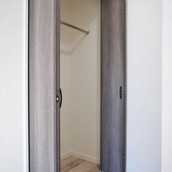 収納は2階に※写真は1階の同間取り別部屋のものです