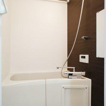 お風呂はコンパクトに※写真は1階の同間取り別部屋のものです