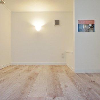 ここはロフト、結構ゆったり。※写真は1階の同間取り別部屋のものです