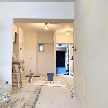 【工事中】広々リビング〜、玄関前に扉はないので暖簾をつけようかな、