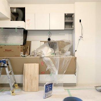 【工事中】このキッチン本当に贅沢なのです、、見に来てくださいね♪