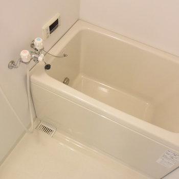 お風呂はうれしい追い焚き機能付き!