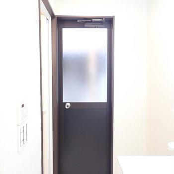 バルコニーへの扉…