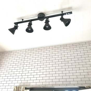 高い天井の上にはおしゃれな照明をつけたくなりますね