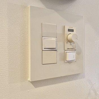 リビングスペースに照明は超高機能付きですよ。