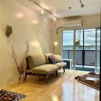 こちらの壁際にソファやベッドをおいてみて。