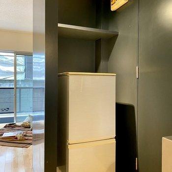 背後には洗濯機置き場がありますよ。※冷蔵庫はついておりません