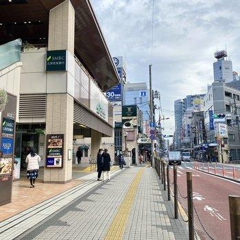 駅前も栄えた印象で、色んな飲食店が並んでいます。
