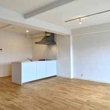 カウンターキッチンでお料理が捗る※写真は似た反転間取りの別部屋です