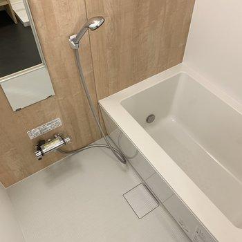 お風呂は追い焚きつき!※写真は似た間取りの別部屋です