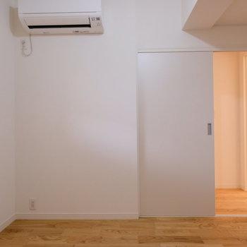 寝室にもエアコンがばっちりあります