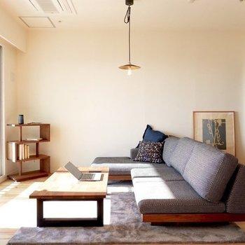 これだけ広いとゆったりめの家具を楽しむ余裕も※写真はイメージです