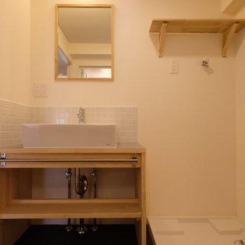 カフェのようなおしゃれな洗面台が素敵です