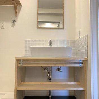 造作の洗面台のおしゃれさが◎※写真は似た間取りの別部屋です