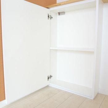 カウンターキッチンしたにこんな収納棚もありますよ。(※写真は4階の同間取り別部屋のものです)