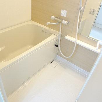 お風呂も広いからゆったりくつろげそう。(※写真は4階の同間取り別部屋のものです)