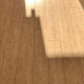 床は淡い色で実際見ると素敵な色味でした。