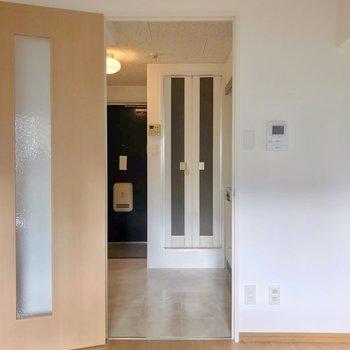 廊下につづく扉の隣には…
