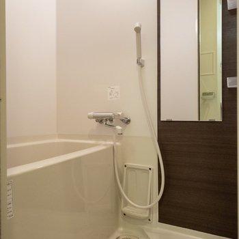 浴室は大人っぽく。