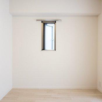 小窓で換気もできますよ。
