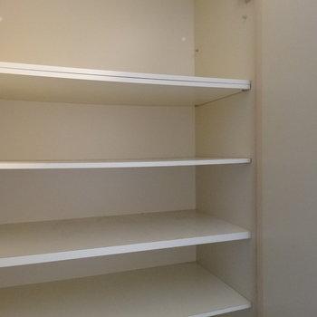 シューズボックスも壁一面にあって収納力◎(※写真は3階の同間取り別部屋のものです)