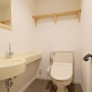 トイレにも洗面台があるので、その場で手が洗えますね。とっても衛生的!