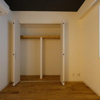 【6帖】こちらのお部屋にもクローゼットがありますよ。