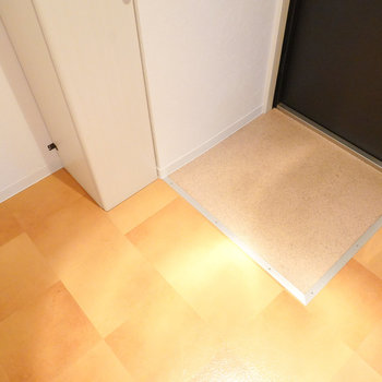 玄関は土間自体はコンパクトですが、フラットなので荷物が多くても使いやすそう。