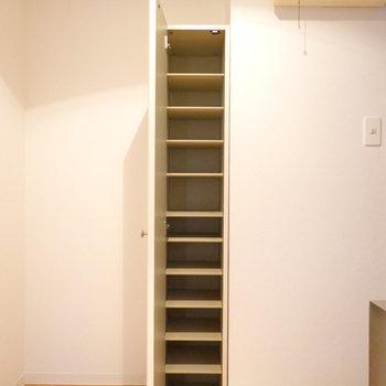 高さのある靴箱があるので、靴のバリエーションも増えそうですね!