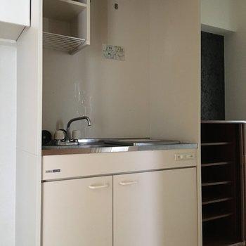 上部の棚には食器を置こう。(※写真は3階の同間取り別部屋のものです)