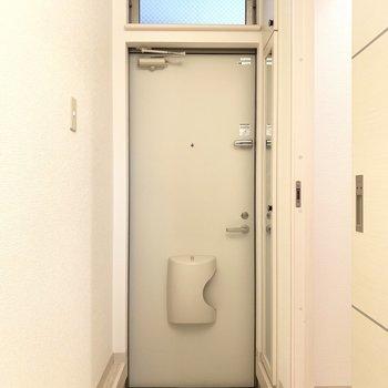玄関は小さめかな
