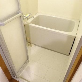 1人で入るなら十分かな?サーモ水栓で使いやすい♪
