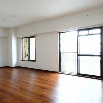 LDKは18帖!家具でゾーニングして、リビングとダイニング分けてもいいね。