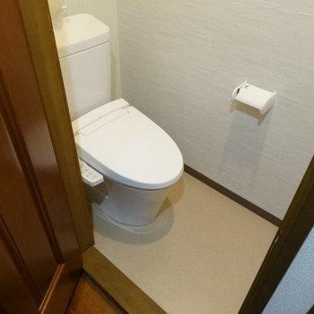 ウォシュレット付のキレイなトイレ♪