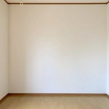 【洋室】こちらにベッドを置こうかな〜※お部屋は通電前のものです