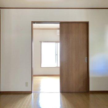 【DK】洋室から光が差し込んできます※お部屋は通電前のものです