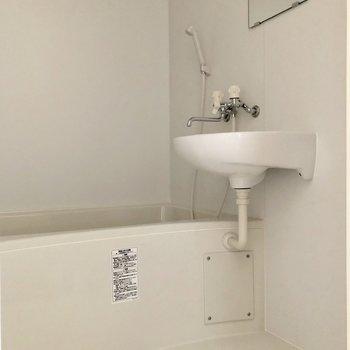 2点ユニットのお風呂です。ゆったり入れそう※お部屋は通電前のものです